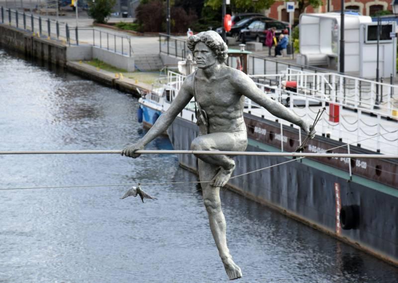 Przechodzący przez Rzekę