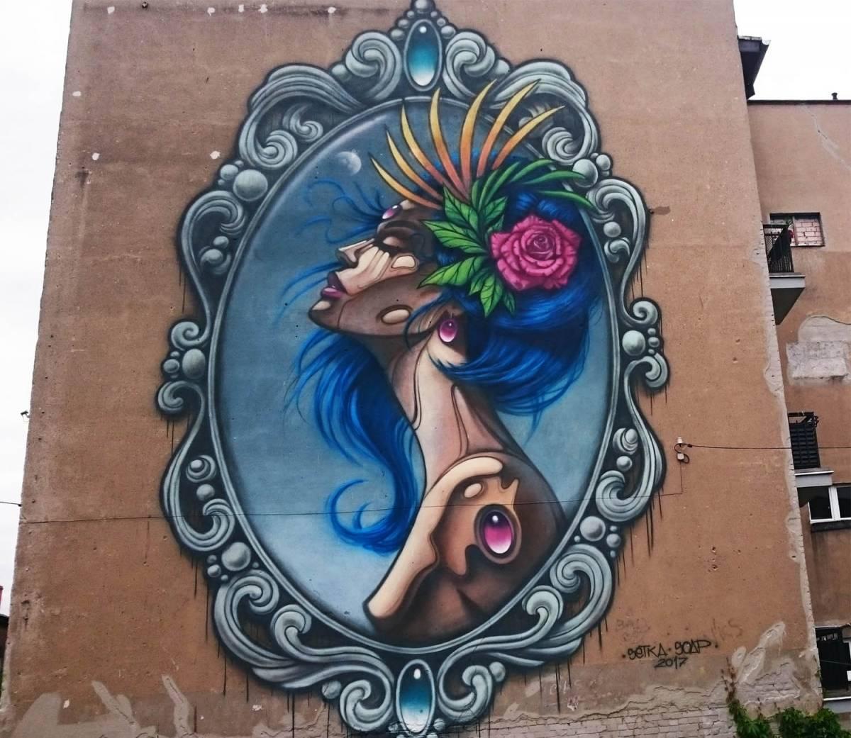 """Mural """"Panienka z okienka"""""""